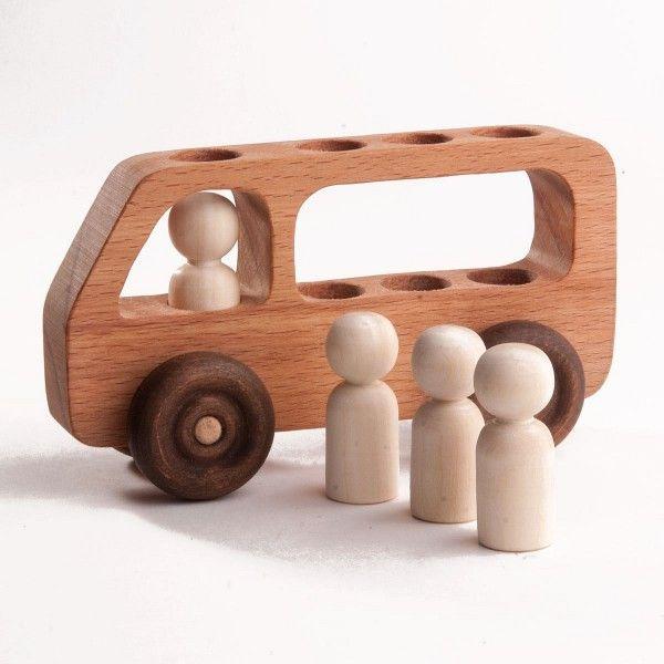 В ассортименте возможностей — погремушки, неваляшки, куклы, фигуры, статуэтки. Также художники мастерской изготавливают домики, игрушечную мебель, головоломки. Мы рассмотрим и уникальные заказы с символикой компании или предприятия — разумеется, здесь к игрушкам относим спинеры, антистрессы, игральные кости и все то, что можно вручить в качестве сувенира, но нельзя купить в розничных сетях. В последнее время в моду возвращается «советский стиль» с нарочито простой геометрией, минимумом движущихся деталей, усредненными формами. Дизайнеры мастерской выполнят любой заказ подобного толка — от эскиза до покраски экологически чистыми красителями. Если у заказчика есть свое видение деревянной игрушки на заказ, мы разработаем эскиз, перенесем его в 3D, рассчитаем оптимальный расход материала и учтем применение. Кстати, о наших преимуществах. Мастера по дереву учитывают возраст и пол ребенка: заказывая развивающую игрушку для полугодовалого крохи, вы не получите мелких деталей и нелогичного применения. И, напротив: если вам нужно изделие для трех-пятилетнего ребенка, мы постараемся создать интересную и яркую игрушку, способную затянуть на долгое время. Это и есть индивидуальный подход в лучших его проявлениях.